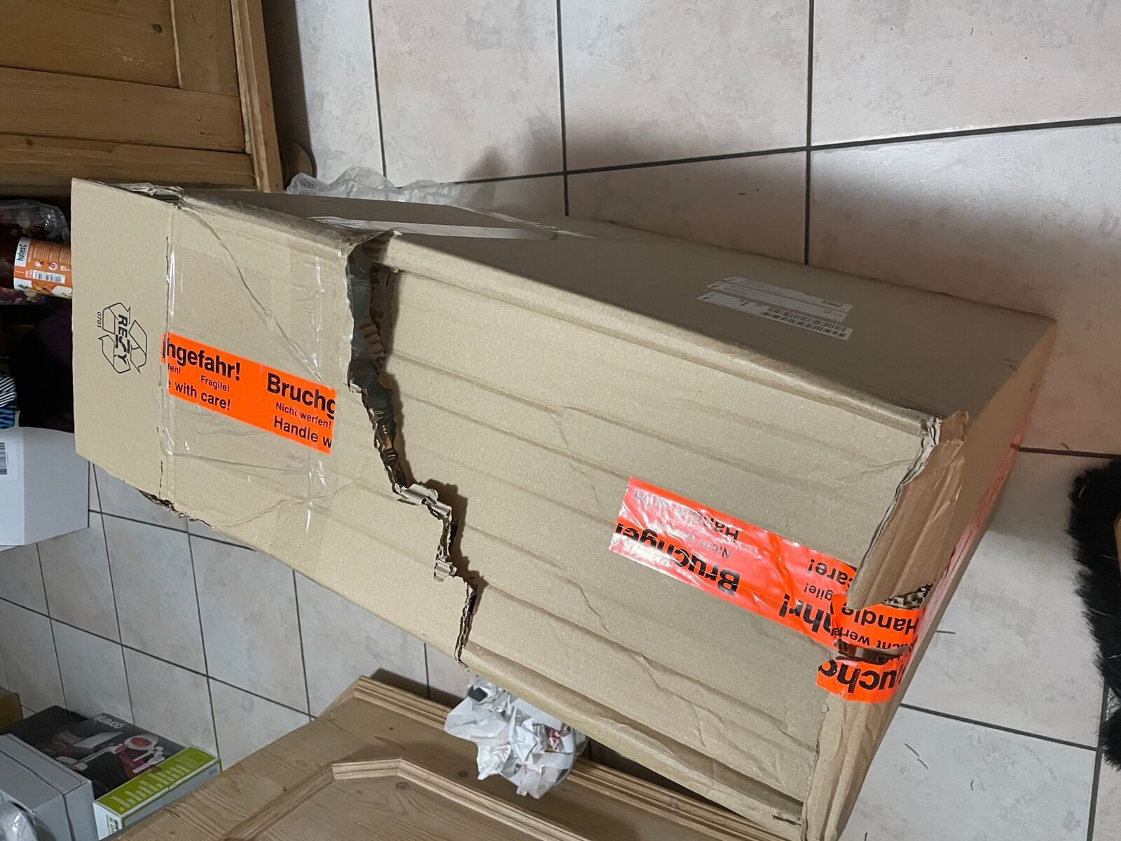Hermes: Paket mit Lampe kam deutlich zerstört beim